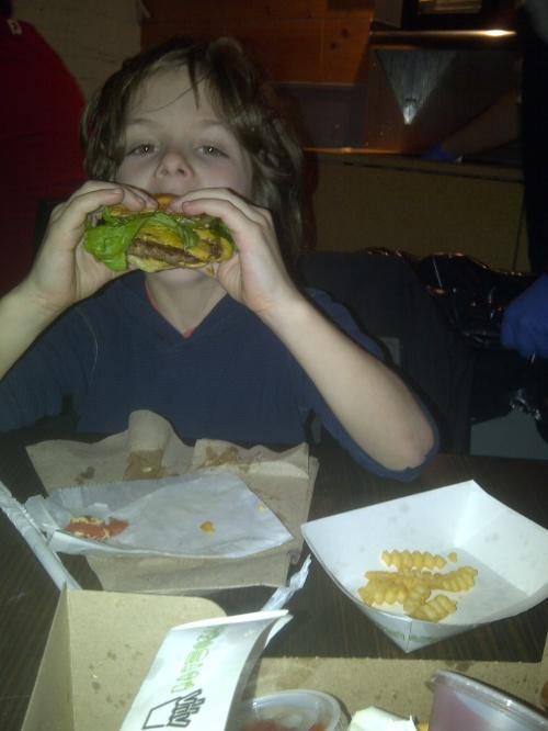 Eli eats burger