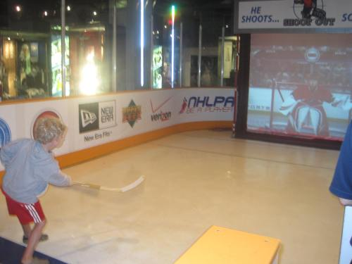 hockey hall of fame with kids carpoolcandy.com