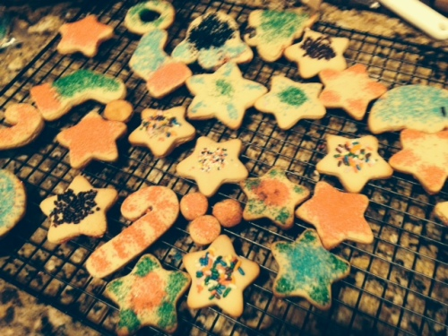 decorating Christmas sugar cookies on carpoolcandy.com
